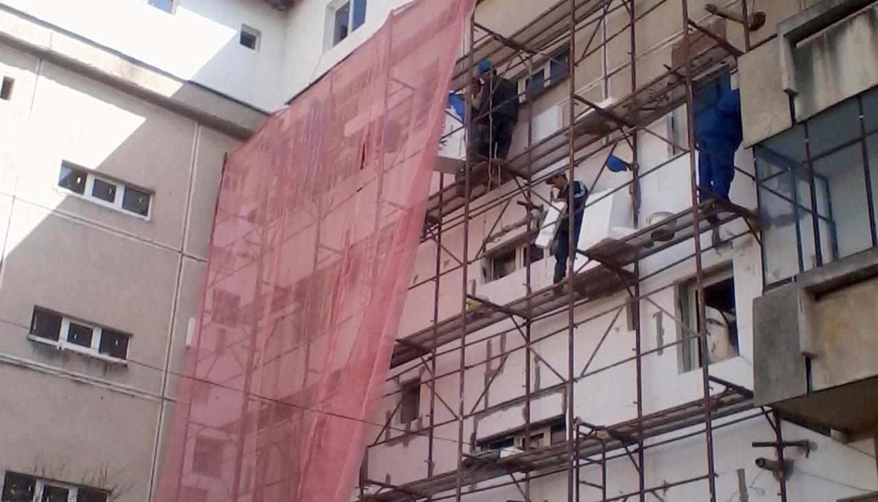Primaria Ploiesti a semnat contractul de reabilitare a patru blocuri