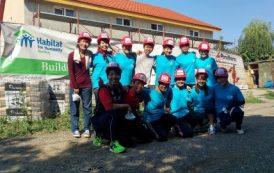 Povestea celor 13 voluntari japonezi care construiesc locuinte la Ploiesti