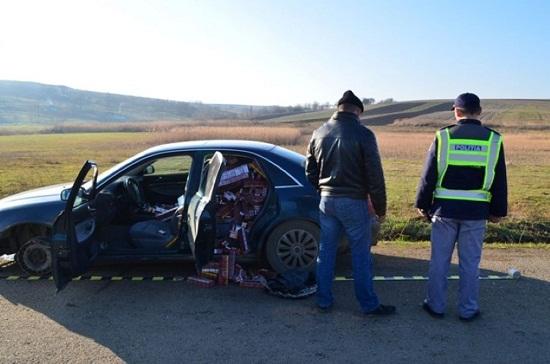 Mii de tigari descoperite intr-un autoturism pe DN1, la Sinaia