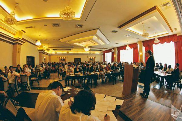 Ploiesti: A inceput Forumul National de Dezbateri Academice
