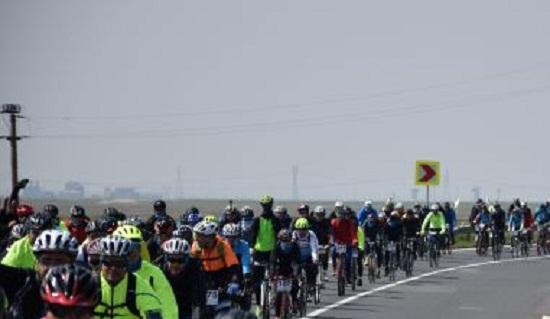Turul Centenarului pe bicicleta. Intalnire in Ploiesti, la Palatul Administrativ