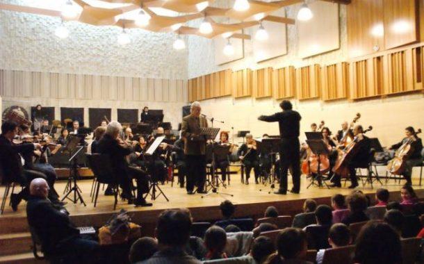 """Violonista Anna Savkina, pe scena Filarmonicii """"Paul Constantinescu"""" din Ploiesti"""