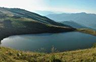 Lacul fara fund, cunoscut drept Lacul Vulturilor. Frumusețea, la ea acasa