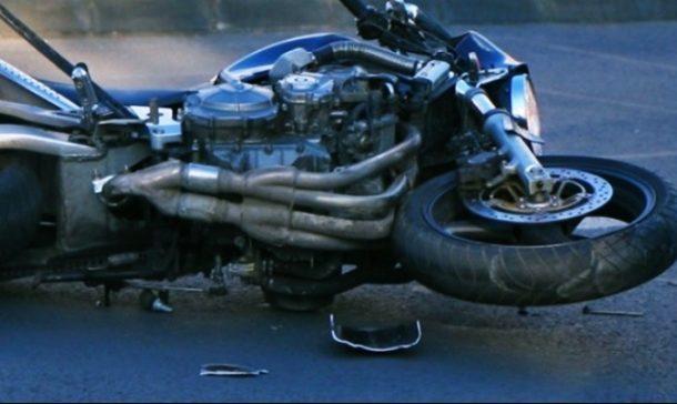 Motociclist ranit grav la Busteni! A incercat sa depaseasca si s-a izbit de un TIR, pe contrasens