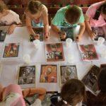 """""""Atelierele verii"""" cheama copiii în lumea mestesugurilor traditionale"""