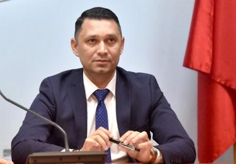 """Deputat Bogdan Toader: """"Terenurile agricole din Romania sunt puse pe tava strainilor de parlamentarii PNL, USR-Plus si UDMR!"""""""