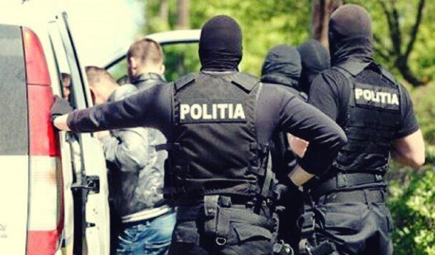 Doi prahoveni au ajuns dupa gratii fiind acuzati de furturi de componente auto in… Vrancea!