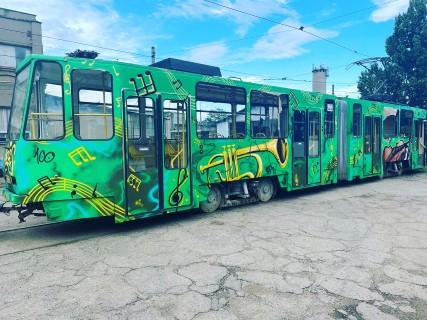 Alte doua tramvaie din Ploiesti au fost pictate prin tehnica graffiti; ce teme au fost alese